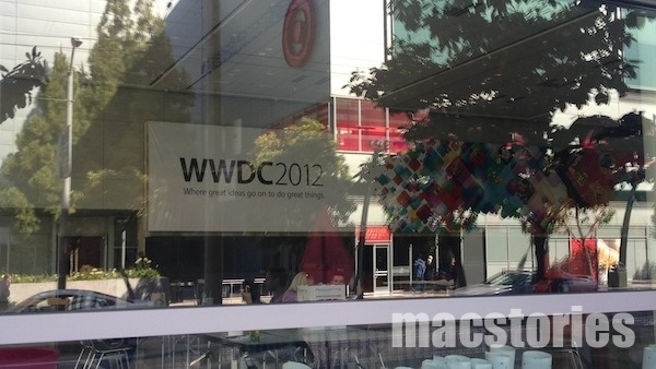 decorando Moscone Center wwdc 2012