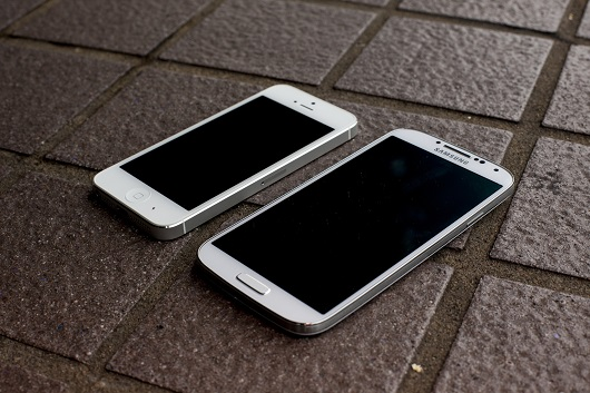 samsung-galaxy-s4-vs-iphone-5-drop-test-aa-22
