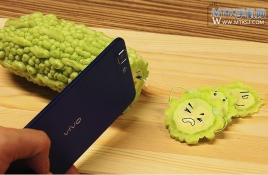 Upcoming-new-world-thinnest-phone-surfaces-in-China-1-530x346