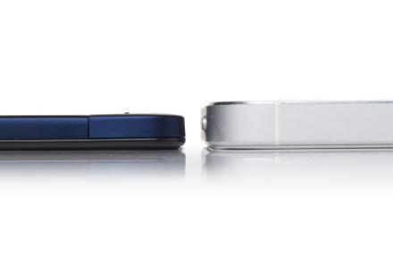 Vivo-X3-left-vs-iPhone-5-right