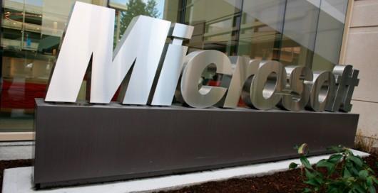 microsfot-ya-tienen-el-sustituto-de-su-CEO-Microsoft-sign-530x272