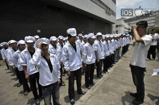 Apple contrata en Asia a Ingenieros y Jefes de producción-trabajadores-foxconn-en-china-iosmac