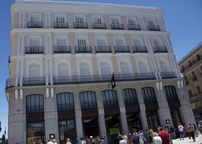 Inauguraci n de la apple store de puerta del sol en madrid for Centro comercial la puerta del sol