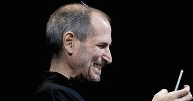 steve-jobs-iphone-4-facetime-smiling-iosmac