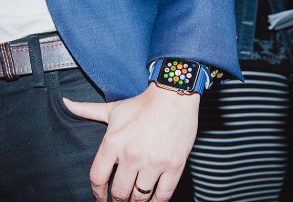 1410301677959_gq-apple-iwatch-02