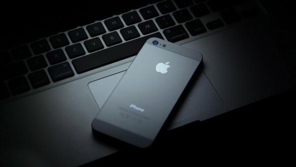 Pásate al lado oscuro en el escritorio de tu Mac