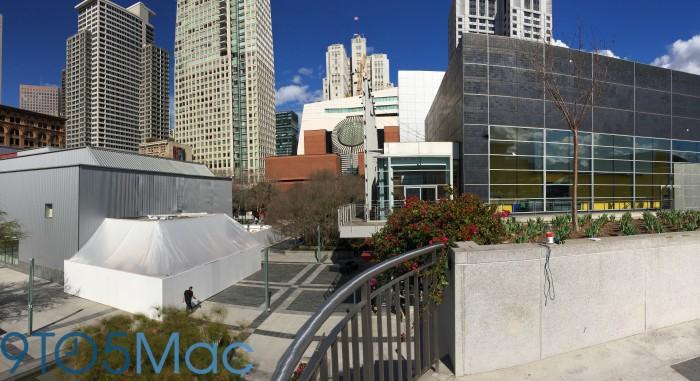 Apple construye un edificio blanco junto a Yerba Buena Center