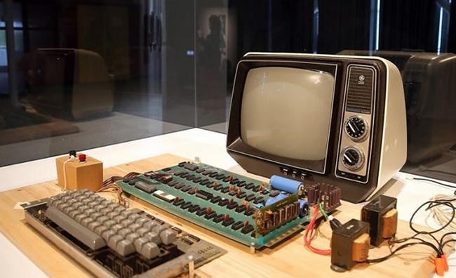 Apple I, el ordenador que dio inicio a todo. Claro, era solo una plaqueta.