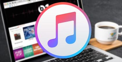 Logo-de-iTunes-frente-a-un-MacBook