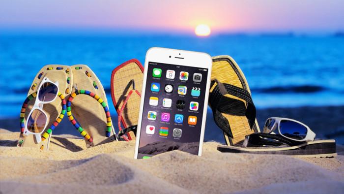 Tu iPhone y estos accesorios, todo lo que necesitas para tus vacaciones