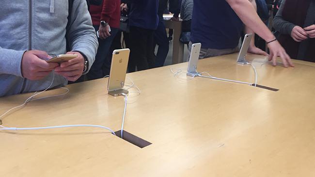 El esperado iPhone 7 ya está en las tiendas del mundo