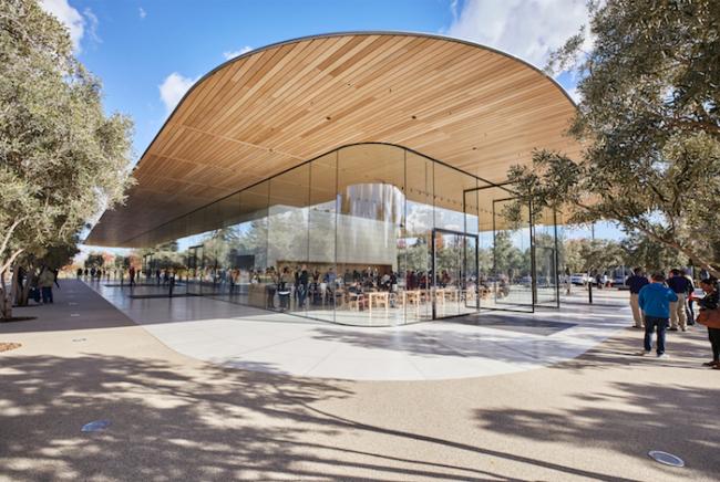Apple Park Visitor Center - Entrance