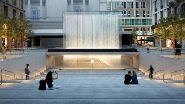 Entrada de Apple Store en plaza libertad Milan