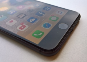 iPhone con pantalla LCD