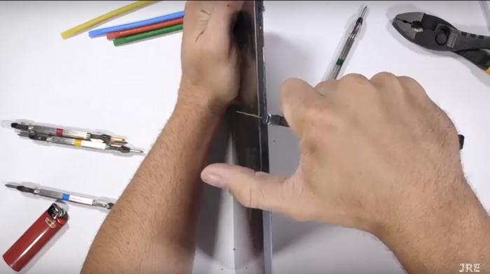 Pruebas de dureza del iPad Pro en los laterales