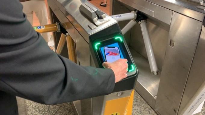 Los neoyorquinos pronto usaran Apple Pay en el metro